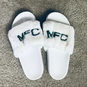 4f82f61e2a8772 Shoes - MyFreeCams Fluffy Sliders